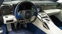 Gli interni della Lexus LFA appartenuta a Paris Hilton