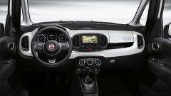 Gli interni della nuova 500L presentano un nuovo volante  maggiori cromature