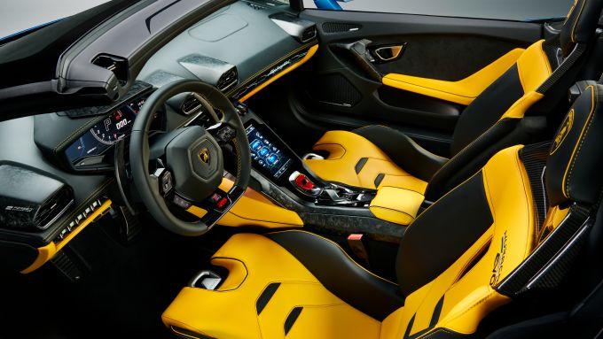 Gli interni della nuova cabrio Lamborghini