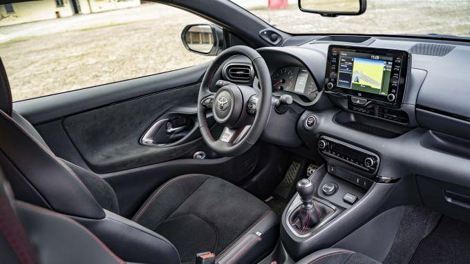 Gli interni della Toyota GR Yaris