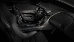 Gli interni dell'Aston Martin Vantage V12 V600 sono un tripudio di carbonio e sportività