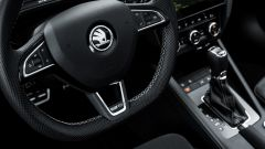 Gli interni dell'Octavia RS sono razionali, ma ugualmente in grado di sorprendere