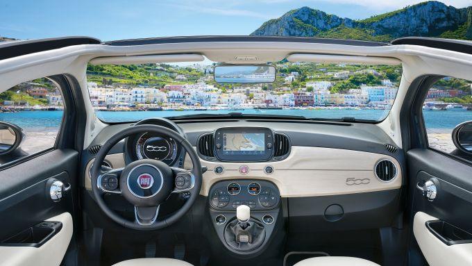 Gli interni di Fiat 500 Yachting