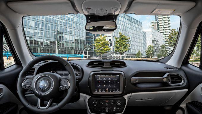Gli interni di Jeep Renegade ibrida