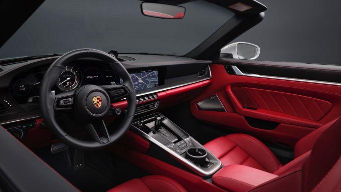 Gli interni di Porsche 911 Turbo S 2020