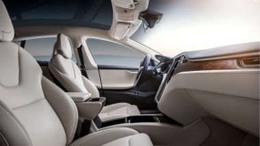 Gli interni di Tesla Model X