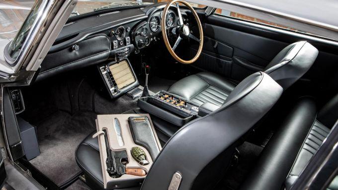 Gli interni di un'Aston Martin DB5 Bond Car ufficiale - foto di Simon Clay, Courtesy of RM Sothebys