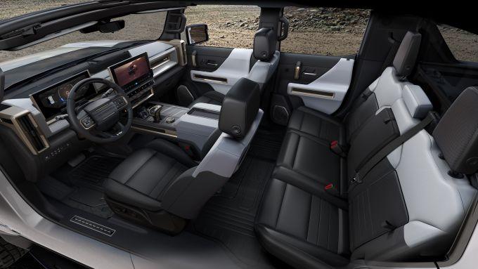 GMC Hummer EV 2022: interni, l'abitacolo