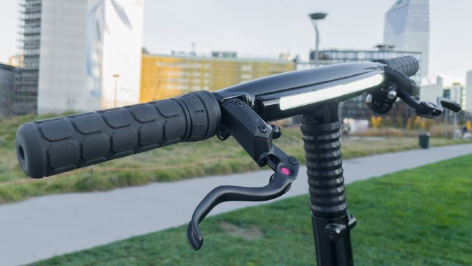GoCycle GXi: la luce diurna sul manubrio