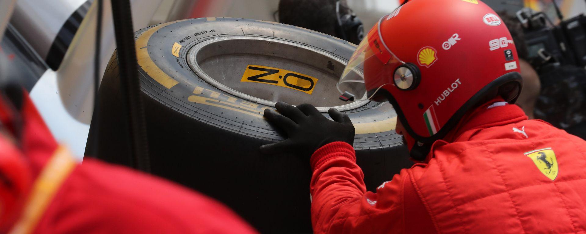 Gomme Pirelli dopo un pit-stop degli uomini della Ferrari
