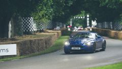 Goodwood 2016, sfreccia un'Aston Martin DB11
