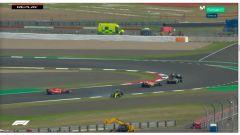 GP 70° Anniversario F1, Silverstone: Daniel Ricciardo (Renault) si gira attaccato da Sainz