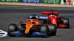 GP 70° Anniversario, Silverstone: Carlos Sainz (McLaren) davanti a Sebastian Vettel (Ferrari)