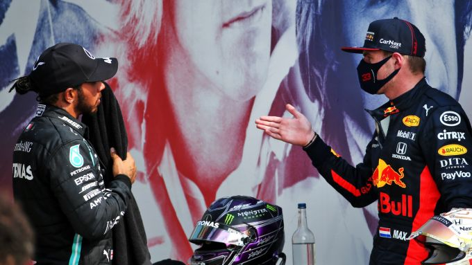 GP 70° Anniversario, Silverstone: Max Verstappen (Red Bull), Lewis Hamilton (Mercedes)