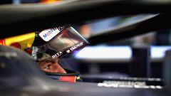 GP Abu Dhabi 2018, FP1, Max Verstappen nell'abitacolo della sua Red Bull