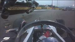 GP Abu Dhabi 2018, il contatto tra Grosjean (Haas) e Hulkenberg (Renault)