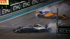 GP Abu Dhabi 2018, Yas Marina: Lewis Hamilton (Mercedes), Fernando Alonso (McLaren)