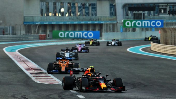 GP Abu Dhabi 2020, Yas Marina: Alex Albon (Red Bull) guida il trenino inseguitore a inizio gara