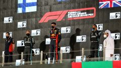 GP Abu Dhabi 2020, Yas Marina: Max Verstappen (Red Bull), Valtteri Bottas e Lewis Hamilton (Mercedes)