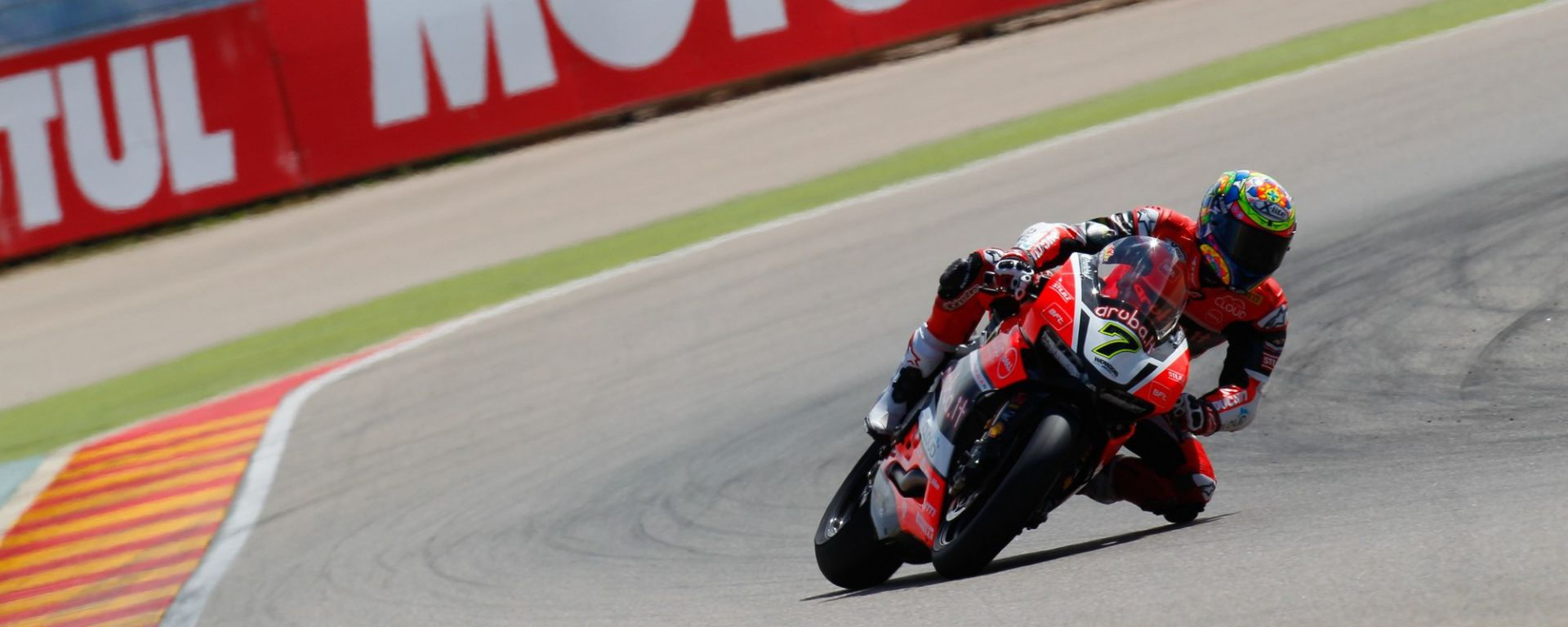 Gp Aragon: Tom Sykes in pole, ma Chaz Davies domina in gara 1