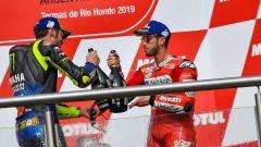GP Argentina 2019, Rossi e Dovizioso brindano sul podio