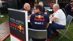 GP Australia 2019, Helmut Marko al tavolo con uomini Red Bull