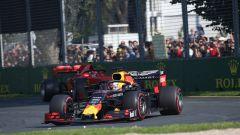 GP Australia 2019, Max Verstappen (Red Bull) precede Sebastian Vettel (Ferrari)