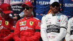 GP Australia 2019 - Sebastian Vettel e Lewis Hamilton alle prese con la foto di inizio stagione