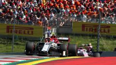 GP Austria 2019, Antonio Giovinazzi (Alfa Romeo) tiene dietro Sergio Perez (Racing Point)