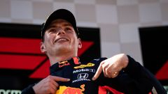 GP Austria 2019, Red Bull Ring: Max Verstappen (Red Bull Racing) vince e indica il logo Honda