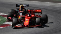 GP Austria 2019, Sebastian Vettel (Ferrari) alle prese con Max Verstsappen (Red Bull)