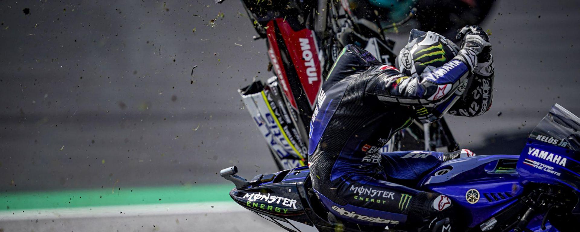 GP Austria 2020, Spielberg: Maverick Vinales (Yamaha) sfiorato dalla moto di Johann Zarco (Ducati)