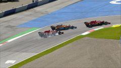 GP Austria 2020, Spielberg. Sebastian Vettel quasi tampona Sainz prima di girarsi