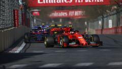 GP Azerbaijan 2019, Charles Leclerc (Ferrari) davanti alla Toro Rosso di Kvyat
