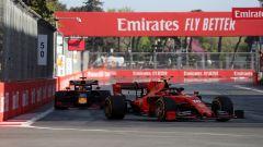 GP Azerbaijan 2019, Charles Leclerc (Ferrari) passa Max Verstappen (Red Bull)