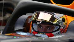 GP Azerbaijan 2019, Max Verstappen concentrato all'interno della sua Red Bull RB15