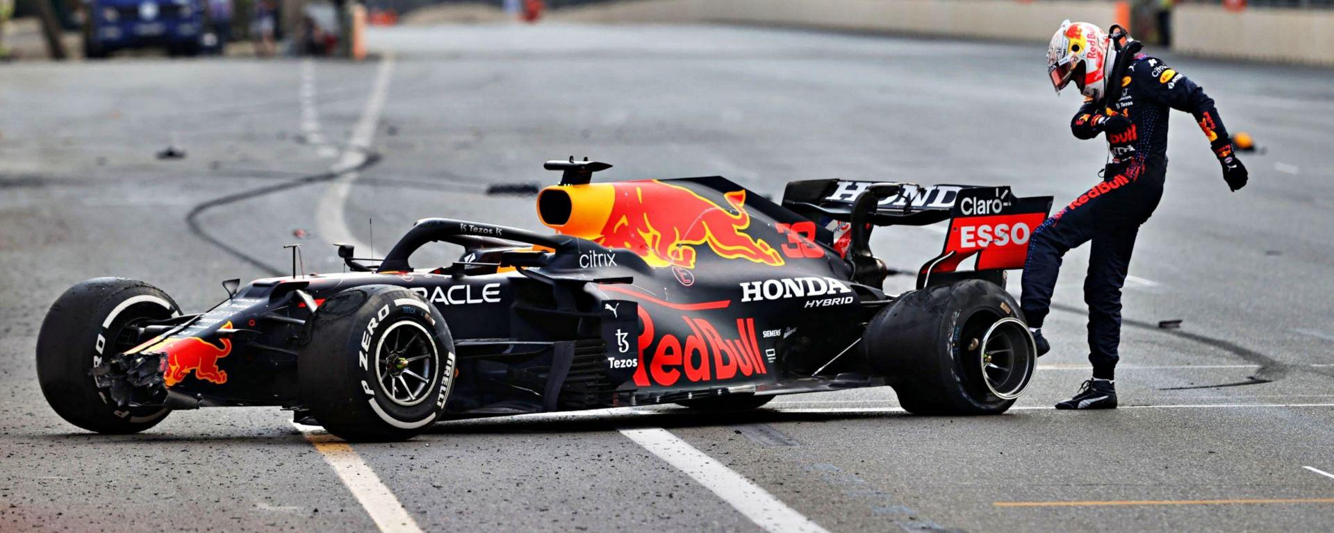 Verstappen, che rabbia! Schianto in rettilineo, sfuma la vittoria - VIDEO
