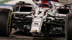 GP Bahrain 2021, Raikkonen con il musetto dell'Alfa Romeo danneggiato nelle libere