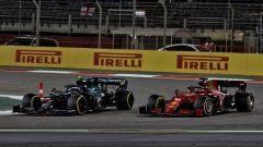 GP Bahrain 2021, Vettel (Aston Martin) e Leclerc (Ferrari)