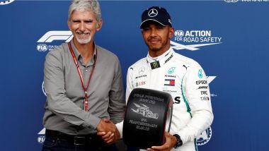 GP Belgio 2018, qualifiche, Damon Hill premia il poleman Lewis Hamilton