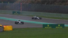 GP Belgio 2018, qualifiche, Valtteri Bottas sbaglia, Lewis Hamilton lo passa con la sua Mercedes