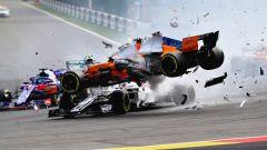 GP Belgio 2018, Spa-Francorchamps, l'incidente al via: la McLaren di Alonso sopra alla Sauber di Leclerc