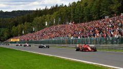GP Belgio 2018, Spa-Francorchamps, Sebastian Vettel comanda il gruppo con la sua Ferrari