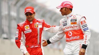 GP Brasile 2008, Lewis Hamilton consola Felipe Massa al termine della gara