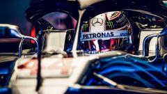 GP Brasile 2018, Lewis Hamilton nel box Mercedes