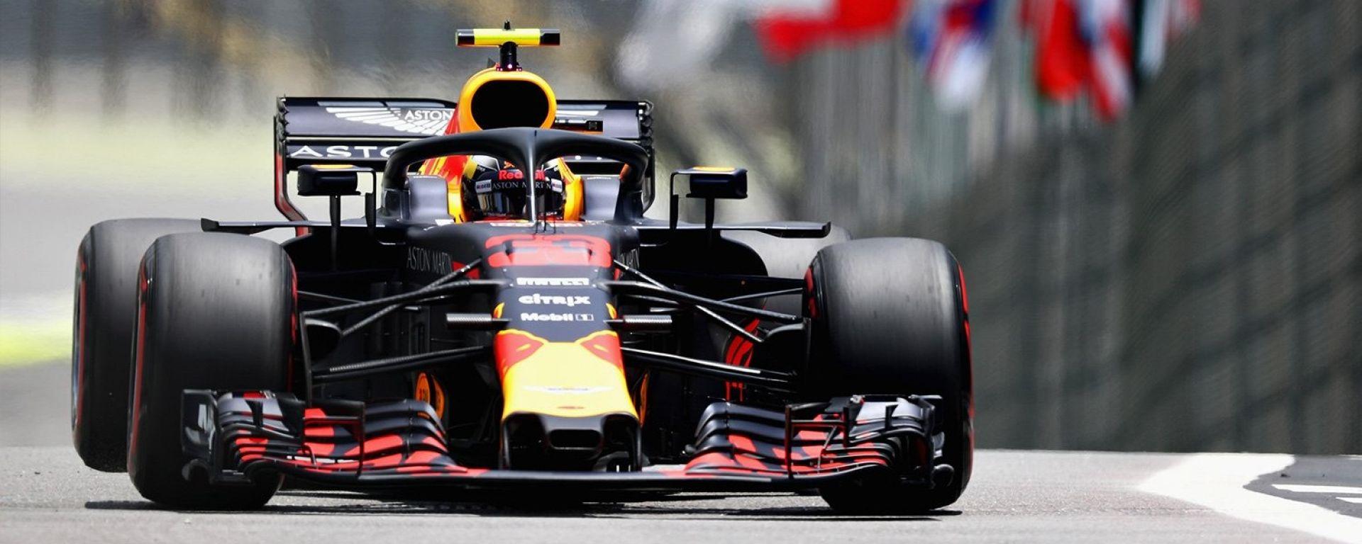 GP Brasile 2018, Max Verstappen in azione con la sua Red Bull