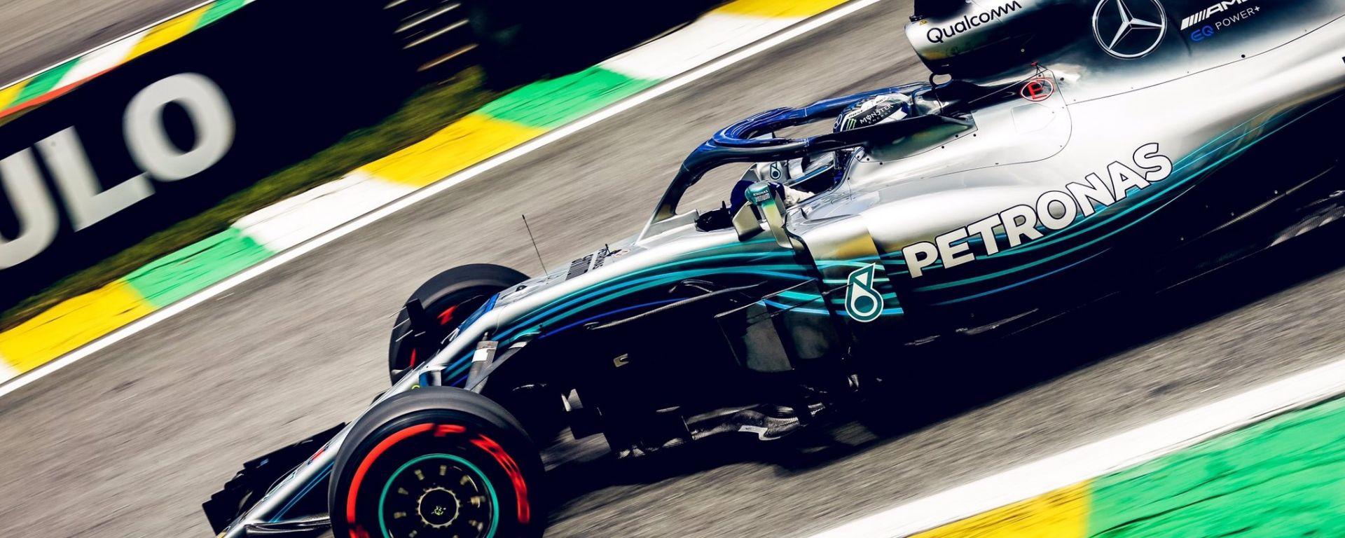 GP Brasile 2018, Valtteri Bottas in azione con la sua Mercedes