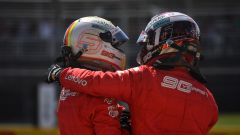 GP Canada, Vettel e Leclerc si abbracciano dopo le qualifiche