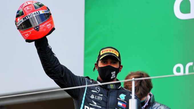 GP Eifel 2020, Nurburgring: Lewis Hamilton (Mercedes AMG F1) sul podio con il casco di Schumacher
