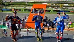 GP Europa, il podio di Valencia con Joan Mir e Alex Rins (Suzuki) davanti a Pol Espargaro (KTM)